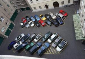 как парковаться во дворе